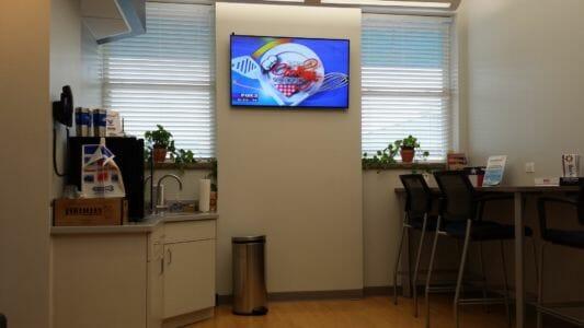 AMN 0319 curts customer wait lounge 2014-06-24 09.23.46