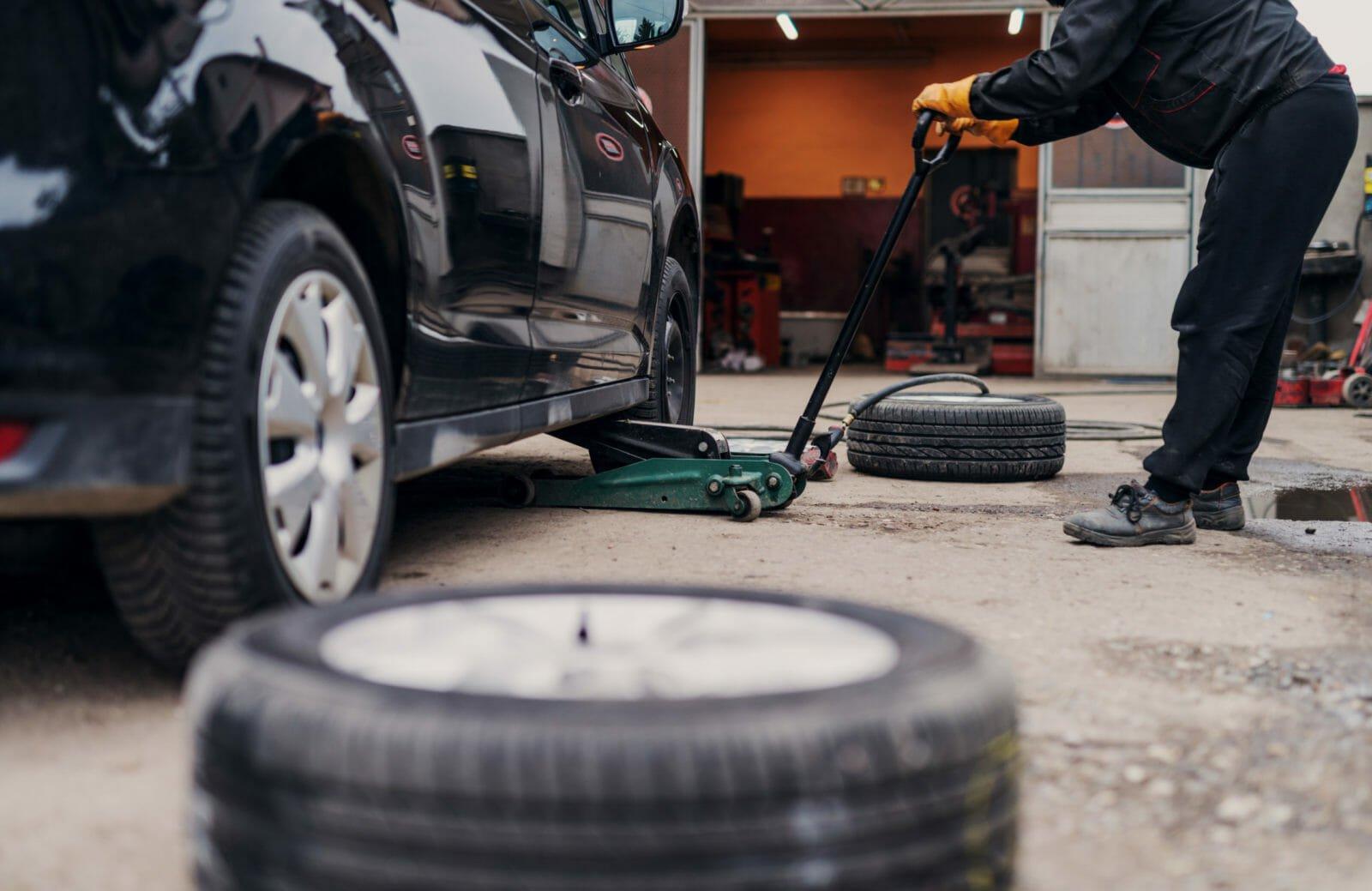 """""""您何时更换轮胎和车轮设备?""""的特色图片"""